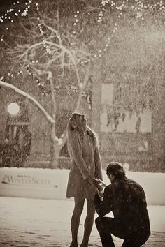 A proposal in the snow at Christmas time? So precious!