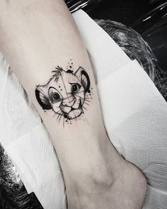 Disney tattoos - Find the perfect tattoo and inspiration to make your tattoo smalltattoos - New Ideas Simba Tattoo, Tattoo Femeninos, Lion Tattoo, Piercing Tattoo, Lion King Tattoos, Piercings, Neue Tattoos, Body Art Tattoos, Sleeve Tattoos