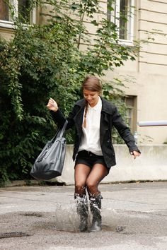 Pantyhose Outfits, Nylons And Pantyhose, Wellies Rain Boots, Hunter Wellies, Hunter Boots, Black Thigh Boots, Zendaya Style, Rainy Day Fashion, Rainy Days