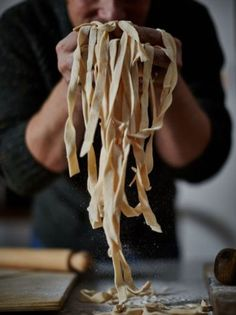 My easy homemade pasta recipe is great for emergencies. You dont need a pasta machine just a rolling pin. Jamie Oliver Deutsch, Easy Homemade Pasta Recipe, Pasta Recipes, Cooking Recipes, Jamie's Recipes, Recipies, Dinner Recipes, Risotto Recipes, Noodle Recipes