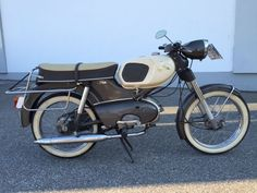 A beautiful Kreidler Florett.  From the first owner.  With original approx. 4400 km.  With original papers.  Moped rides perfectly.  You will find no other like it.  The vehicle has contemporary signs of use.  This vehicle can be viewed and picked up in Polling, Germany.  Bids do not include transportation or export, unless otherwise indicated.  This vehicle is 48 years old. It is recommended to view the vehicle before bidding, to avoid disappointment afterwards. For a viewing appointment…