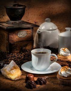 El deleite de un café by Gustavo Pomar