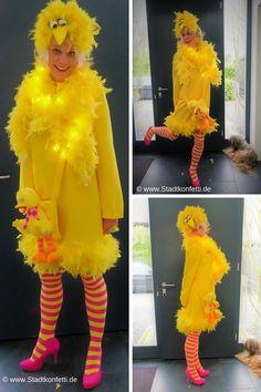 Wer kennt noch BIBO aus der Sesamstraße? Mit wenigen, originellen Accessoires und ein bisschen basteln entsteht ganz schnell dieses DIY Bibo Kostüm #Sesamstraße #Karneval #DIYKostüm #Vogelkostüm #Huhnkostüm