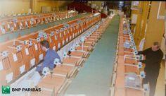Tri du courrier : 10 tones de courier à dstrbuer jour à plus de 80 adresses dans Paris et dans plus de 2 300 points pour le réseau et les filiales, 2002 #GuideDesMetiers