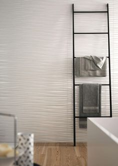 Bathroom with textured wall tiles recalling the wavy shape of sand moved by the wind. Good example of how natural textures can be recalled with interior finishes. Textured Tiles Bathroom, Wood Tile Bathroom Floor, Modern Bathroom Tile, Bathroom Interior Design, Wood Floor, Bathroom Wall Cladding, Bad Inspiration, Bathroom Inspiration, Interior Design Inspiration