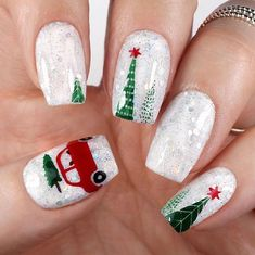 Ready to decorate your nails for the Christmas Holiday? Christmas Nail Art Designs Right Here! Xmas party ideas for your nails. Be the talk of the Holiday party with your holiday nail designs. Christmas Tree Nails, Xmas Nails, Halloween Nails, Winter Christmas, Snow Nails, Modern Christmas, Christmas Acrylic Nails, Disney Christmas Nails, Christmas Nail Polish