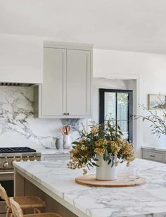 Home Interior 2019 .Home Interior 2019 Home Decor Kitchen, Kitchen Interior, New Kitchen, Home Kitchens, Kitchen Dining, Kitchen Ideas, Decorating Kitchen, Kitchen Trends, Backsplash In Kitchen