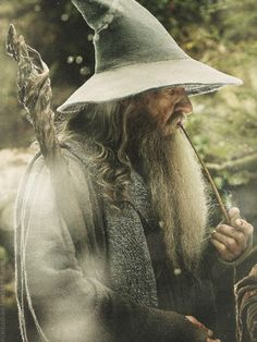 """Gandalf """"True courage is about knowing not when to take a life, but when to spare one."""" Gandalf """"True courage is about knowing not when to take a life, but when to spare one. Gandalf, Legolas, Aragorn, Thranduil, Jrr Tolkien, Tolkien Books, Fellowship Of The Ring, Lord Of The Rings, Les Innocents"""