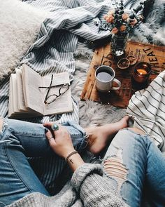 25 Cozy Autumn inspiration - A stylish and cozy home - Idea Wallpapers , iPhone Wallpapers,Color Schemes Cozy Aesthetic, Autumn Aesthetic, Aesthetic Photo, Photos Tumblr, Autumn Cozy, Coffee Photography, Coffee Cozy, Coffee Break, Coffee And Books
