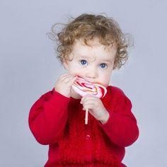 Por qué no debe darse azúcar a los bebés.