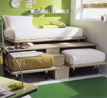 How clever... 3 twin beds in the space of 1! Ideal for small kids bedroom or just to maximize space.