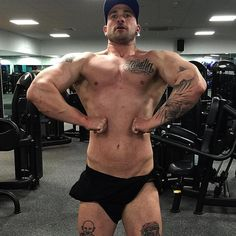 Taken after simple sugar re feed belly was bloated to funk but supper pumped #bodybuildingbulk#bodybuilding#bodybuildingacademy#cleanfood#fitmotivation#fitfam#gym#gymlife#igfit#igmuscle#igbodybuilding#instergrambodybuilding#insperation#motivation#transformation#transformationwow4#strongdownsouth#letsgetbig#nevergiveup#lifestyle#thegreatergains#addiction#ukaesthetics#5percentnutrition#theGAINScompay#GAINSCo#weBEAST#fitlondoners by snowshall82