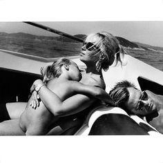 SUNDAY #regram @dinabroadhurst Donatella & Allegra Versace  Helmut Newtown