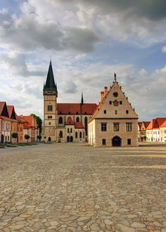 The Town Hall Square in Bardejov (Radničné námestie v Bardejove) In the background is Church of Sv. World Cities, Bratislava, Town Hall, Eastern Europe, Beautiful Pictures, Mansions, Architecture, House Styles, City
