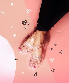 We've loved jelly shoes since third grade. Jelly Sandals, Shoes Sandals, Heels, Cute Shoes, Me Too Shoes, Love Fashion, Fashion Shoes, Fashion News, Spring Fashion