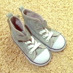 H&M toddler size 7.5 sneakers H&M toddler size 7.5 sneakers.  Color: silver with white trim.  It has one Velcro for closure.  No trade.  No PP. H&M Shoes