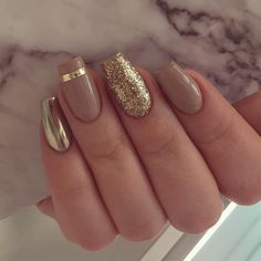 55 Stylish Nail Designs For New Year 2020 – Page 166 of 220 – CoCohots - New Years Nails Fancy Nails, Cute Nails, Pretty Nails, New Year's Nails, Diy Nails, Fabulous Nails, Gorgeous Nails, Golden Nails, Golden Nail Art