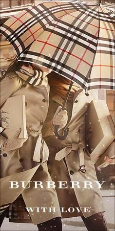 Burberry makes umbrellas. Zapatillas Louis Vuitton, Love Fashion, Autumn Fashion, Fashion Sets, Looks Style, My Style, Shopping In Barcelona, Burberry Scarf, Under My Umbrella