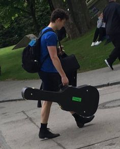 """1,074 curtidas, 6 comentários - Shawn Mendes     14.2k (@shawnmendes_1234) no Instagram: """"Look at his shoes , lol"""""""