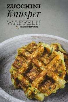 I have a recipe for you Zucchini crispy waffles that are perfect as a TV snack or for a buffet. Instructions as always with and without Thermomix. The post Zucchini crispy waffles appeared first on Food Monster. Veggie Recipes, Low Carb Recipes, Healthy Recipes, Turkey Recipes, Veggie Muffins, Crispy Waffle, Warm Food, Food Staples, Healthy Fruits