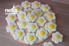 Çiçek Şeklinde Yumurta Kurabiyeler Tarifi nasıl yapılır? 771 kişinin defterindeki bu tarifin resimli anlatımı ve deneyenlerin fotoğrafları burada. Yazar: Nilüfer'in Mutfağı