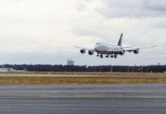 Lufthansa afectată de greve, fonduri de pensii şi politica de acoperire