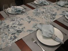 Kit Jogo Americano e Caminho Floral Blue Mesa Floral, Deco Table, Home And Deco, Ceramic Plates, Table Covers, Dinner Table, Home Decor Bedroom, Table Linens, Household Items