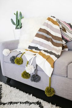 DIY: pom pom blanket