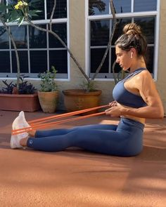 Resistance Band Training, Resistance Workout, Resistance Bands, Gym Workout Videos, Gym Workouts, Back Fat Workout, Fitness Workout For Women, Back Muscles, Free Weights