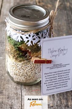 If you are looking for the free printable tags for the soup mix in a jar you saw on the Rachael Ray show, you are in the right place! Homemade Dry Mixes, Homemade Soup, Homemade Gifts, Diy Gifts, Dry Soup Mix, Soup Mixes, Jar Food Gifts, Gift Jars, Mason Jar Mixes
