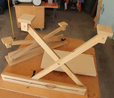 Shop Tip - Adjustable Scissor-lift Assembly Jig Gives You An Extra Hand - by ChuckM @ LumberJocks.com ~ woodworking community