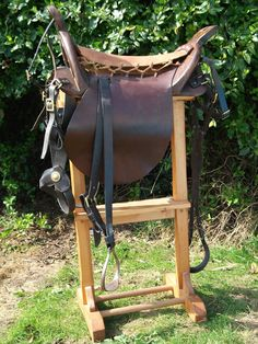 Nice reproduction of the early to mid 1800s light cavalry Hussar saddle, adapted and used by most European nations. This is a British version with hunter style flaps, shown without seat covering.