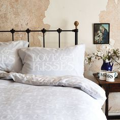Emma Bridgewater 'White Toast' bedding. So subtle and gorgeous - perfect for the Master Bed or any guest room! http://www.emmabridgewater.co.uk/en/uk/invt/1sit000bed