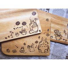 funnychikakoカッティングボード3枚できた♡ 疲れた少し寝ます . #ウッドバーニング #はんだごて #totoro #焦がし絵 #トトロ #woodburning #焼き絵 #手作り #handmade #DIY #カッティングボード #手作りトトロ