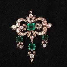 Jewelry Design Earrings, Gems Jewelry, Jewelry Art, Fashion Jewelry, Royal Jewelry, Jewel Box, Antique Jewellery, Lockets, Chokers