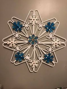 Dollar Tree Crafts, Christmas Projects, Holiday Crafts, Christmas Crafts, Snowflake Decorations, Outdoor Christmas Decorations, Christmas Snowflakes, Christmas Ornaments, Hanger Crafts