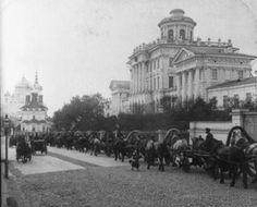 Rumantsev museum (former Pashkov house). Moscow traffic, 1902
