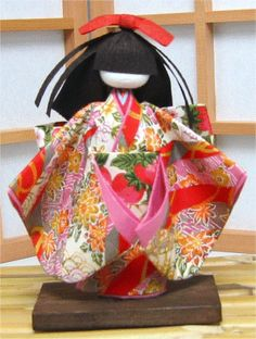 Washi dolls - made out of paper.  Awesome!