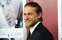 Pin for Later: Charlie Hunnam wird von Jahr zu Jahr gut aussehender 2012