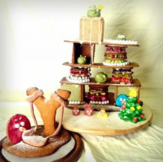 Vihaiset linnut valmiina kaatamaan possujen herkkulinnoituksen! - by Jeanette -- Piparkakku, Joulu, Angry Birds, Gingerbread, Christmas
