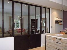Vitrage ossature métallique façon atelier pour séparer 2 pièces, et double porte.