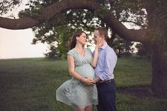 Beautiful Couple Romantic Maternity Photo posing ideas