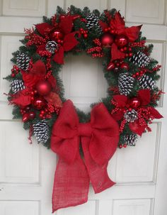 Designer trends for 2014 include Burlap, Pine Cones and Berries! All included on this beautiful wreath. Quality materials include pine cones