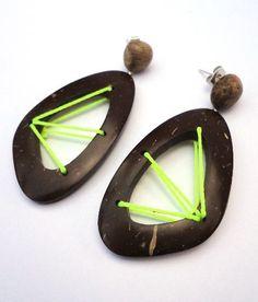 Brincos de Coco e Ouriço de Castanha, montagem com fio encerado e Prata.