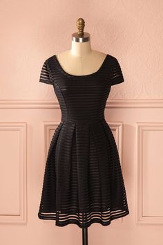 Noire et aérienne, cette robe épousera toutes vos volontés. Black and aerial, this dress will mirror all your wishes. Black striped short sleeved dress www.1861.ca