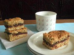 TREAT & TRICK: *DATE OATMEAL BARS*