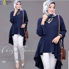 Jb ARYRA TUNIK PR001 Cocok sekali buat dipakai sehari-hari. Baju ini khusus buat kalian yang pengen tampil kerwn Harga : 81.000 Bahan : moshcrepe Ukuran : all size fit to L  Informasi dan pemesanan hubungi kami SMS/WA +628129936504 atau www.ummigallery.com  Happy shopping Muslim Women Fashion, Womens Fashion, Hijab Fashion, Fashion Outfits, Peplum, Ruffle Blouse, Casual Hijab Outfit, Trendy Dresses, Decoration