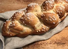 Topfenbrioche - Backen mit Christina Bagel, Food And Drink, Sweets, Bread, Sugar, Drinks, Brioche, Pastries Recipes, Poppy Seed Recipes