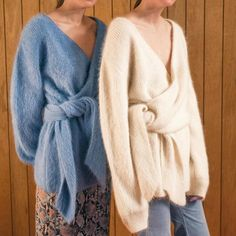 Welcome to the official LOÉIL official online store. Knitwear Fashion, Knit Fashion, Poncho Pullover, Knitting Designs, Pulls, Capsule Wardrobe, Autumn Winter Fashion, Fall Winter, Mantel
