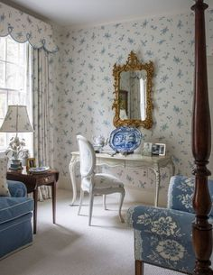 Palm Beach interior designer Leta Austin Foster restores Winchester Virginia home with traditional classic decor chintz treillage antiques Gracie wallpaper Winchester, Palm Beach, Bedroom Decor On A Budget, Home Decor Bedroom, Vanity Set Up, Virginia, French Country Bedrooms, Traditional Decor, Classic House